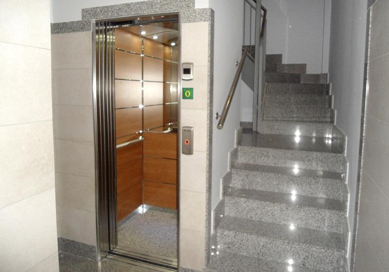 Acceso ascensor portal